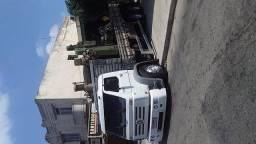 Caminhão carroceria truck a venda