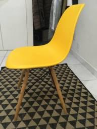 Cadeira pés em madeira !