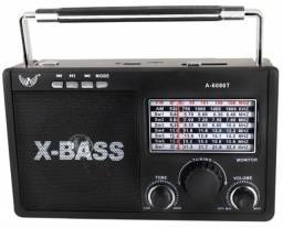 Rádio Retrô Vintage Bluetoot Fm Am Usb Sd Recarregável Pilha