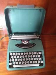 Vendo ou Troco - Máquina de escrever Olivetti Lettera 82