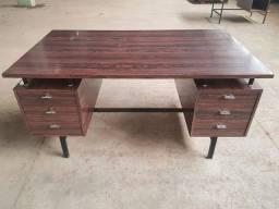 Mesa Vintage de madeira original dos anos 60 ou 70.