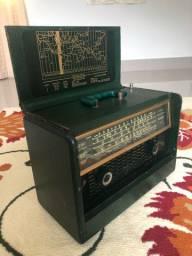 Rádio valvulado HalliCrafters