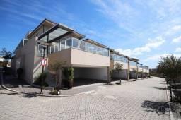Casa com 4 suítes em Condomínio Fechado