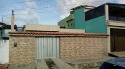 Vende-se uma casa na Rua 163 em Caetés I. Abreu e Lima, com 3 quartos (sendo uma suíte)