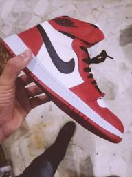 Tênis Nike Jordan vermelho com branco