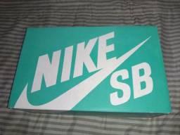 Vendo tênis NIKE SB STEFAN JANOSKI N°41 PRETO/BCO/LATEX!