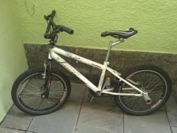 Bicicleta BMX Manobra
