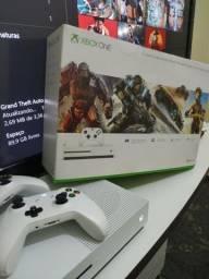 Xbox one s com dois controles e muitos jogos