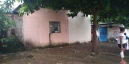 Vende-se casa com dois barracão na vila Brasília