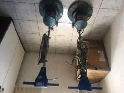 Diversos equipamentos de limpeza: