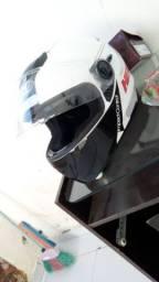 Vendo capacete helt tamanho 60 zelado valor negociável