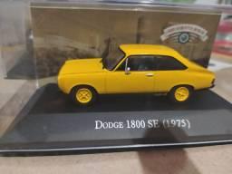 Miniatura Dodge 1800 SE 1975 na caixa de acrílico