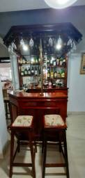 Bar em madeira com 3 banquetas