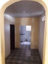 Alugo casa em Itacaranha
