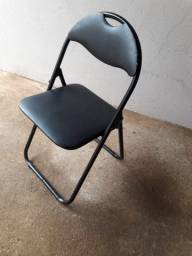 Conjunto de 4 cadeiras de ferro acolchoadas, usadas