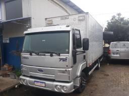 Ford cargo 712 2012 furgao