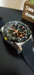 2 Relógios Invicta Modelo 20305 e 30024