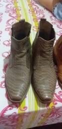 Vendo duas botas masculina 100 reais as duas