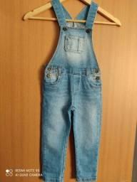 Jardineira jeans infantil.