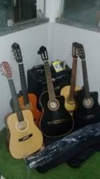 Vendo 5  violões,  Caixa Amplificada e microfone