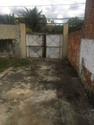 Alugo casa com quintal