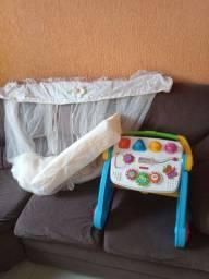 Vendo andador e acessórios bebês