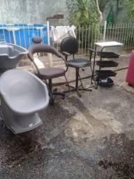 Lavatório, 2 cadeiras e mesa auxiliar