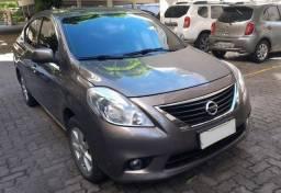 Nissan Versa SL/1.6 (2014/2014) C/ 49040 KM Originais