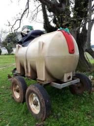 Tanque de combustível de 2 mil litros com 4 rodas