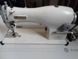 Duas maquinas de costura