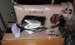 Máquina de costura antiga e resistente