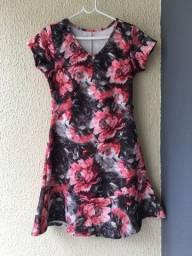 Vestido florido com manguinhas?