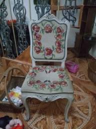 Linda cadeira  antiga bordada