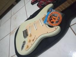 Guitarra Squier Deluxe modelo Stratocaster