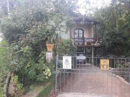 Linda casa com amplo terreno