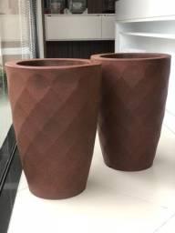 Par de vasos em fibra marrom 3D - Novos