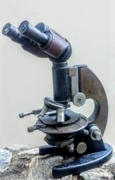 Microscópio Binocular Carl Zeiss