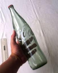 Colecionável - Garrafa de Coca Cola de 1 Litro - Vidro Diferente - Vazia