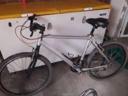 Bicicleta de alumínio aceita o cartão