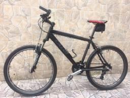 Bicicleta Caloi Aro 26 - Quadro 19 - Passadores e Câmbio Shimano + Suporte para Bike
