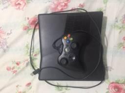 Vendo Xbox 360  leia a descrição!