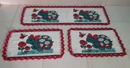 Vende-se Tapetes Estampados Com bico de crochê