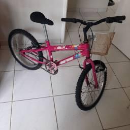 Bicicleta infantil quase não foi usada !