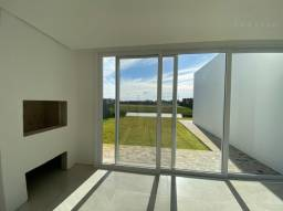 Casa térrea com 03 suítes no condomínio Reserva das Águas