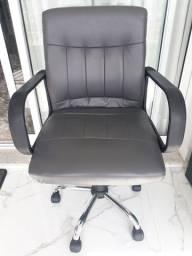 Cadeira executiva giratória com regulagem gás cromada