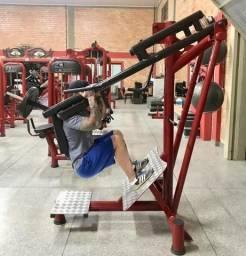 Máquina de musculação (agachamento e panturrilhas)