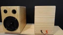 Caixas acústicas artesanais em madeira maciça