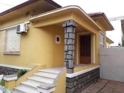 Casa ampla com 4 dorm no bairro Navegantes - Porto Alegre