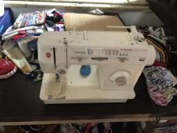 Máquina de costura Singer Semi nova