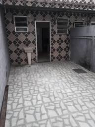 Alugo casa 1 qto